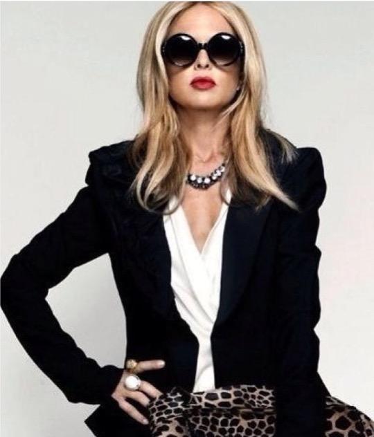 """"""" A moda pode-se comprar, o estilo deve-se possuir"""" Íris Apfel"""